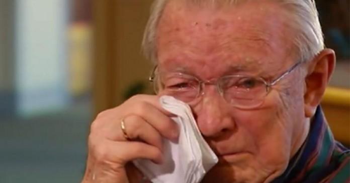 Foto de idosos chorando