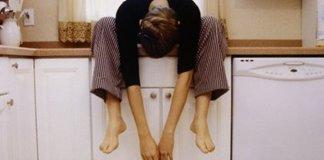 Foto de uma mãe esgotadas com Síndrome de Burnout