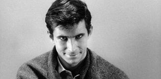 Foto de homem psicopata com expressão sarcástica