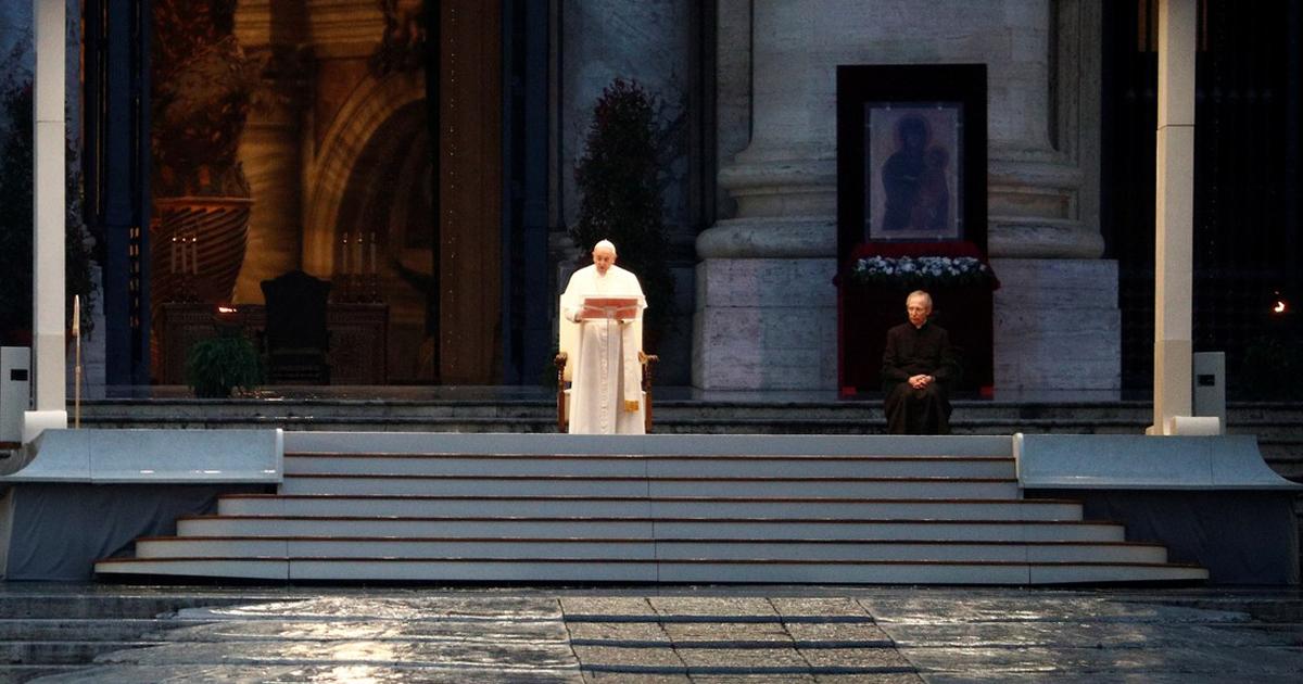 Papa reza só e concede indulgência plenária por pandemia de ...