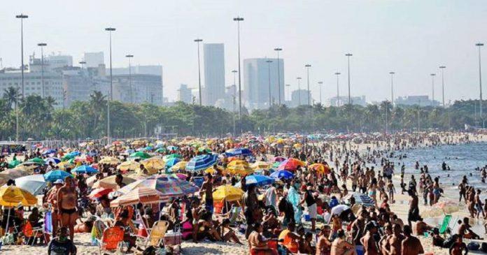 Praias: locais ficam lotados pelo segundo fim de semana consecutivo (Tânia Rêgo/Agência Brasil)
